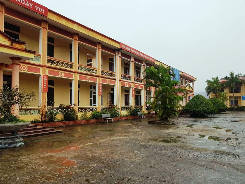 Ninh Bình: 12 học sinh tiểu học bị chó cắn trong sân trường-2