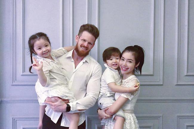Lần đầu rò rỉ ảnh chụp cả gia đình Elly Trần, chồng tin đồn của cô gây choáng váng vì diện mạo hiện tại-3