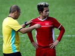 Dàn fangirl xinh đẹp tiếp lửa cho đội tuyển Việt Nam trước trận gặp Iraq-12