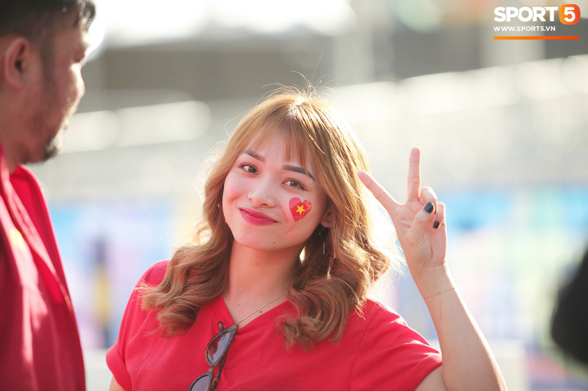 Dàn fangirl xinh đẹp tiếp lửa cho đội tuyển Việt Nam trước trận gặp Iraq-3