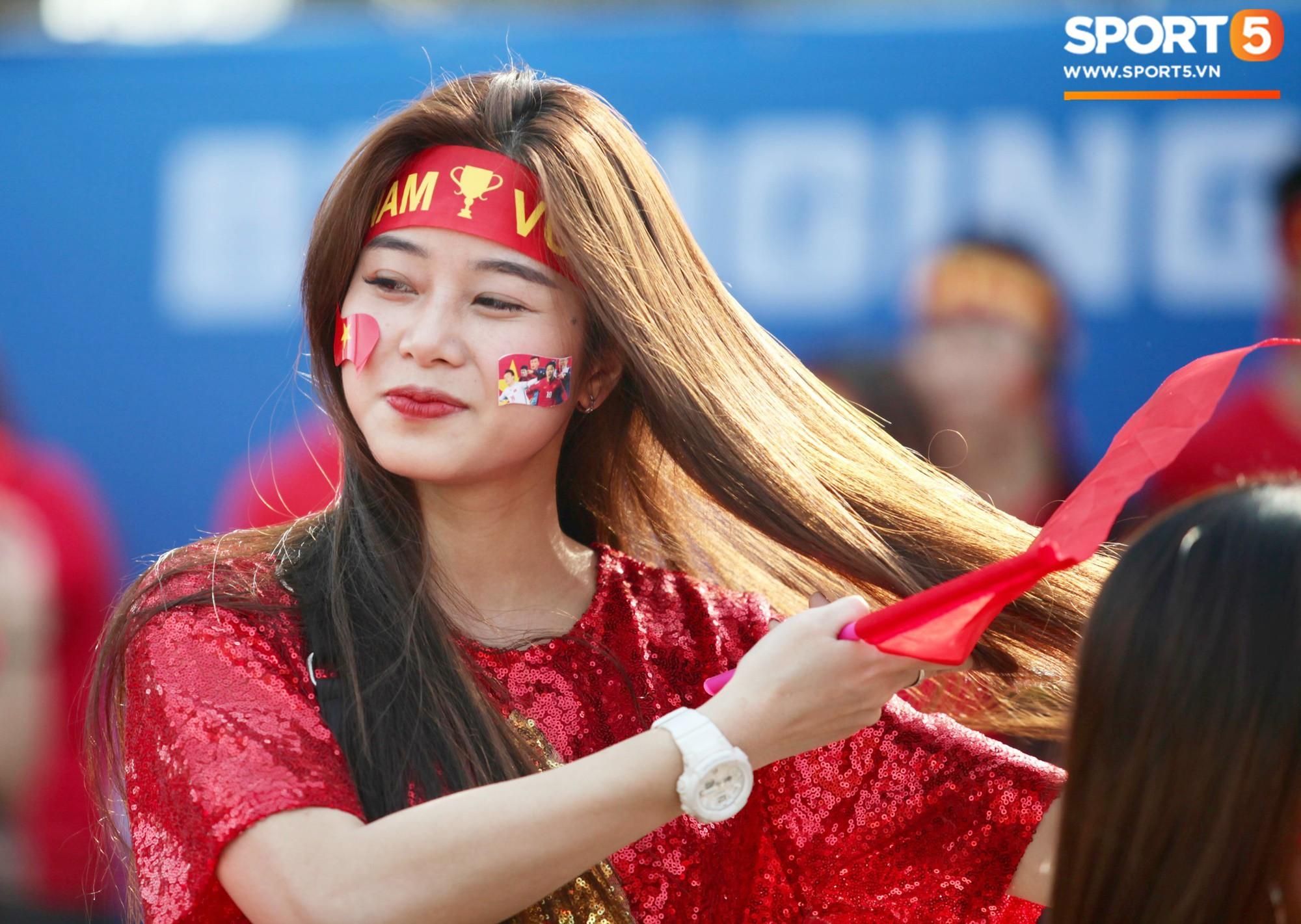 Dàn fangirl xinh đẹp tiếp lửa cho đội tuyển Việt Nam trước trận gặp Iraq-1