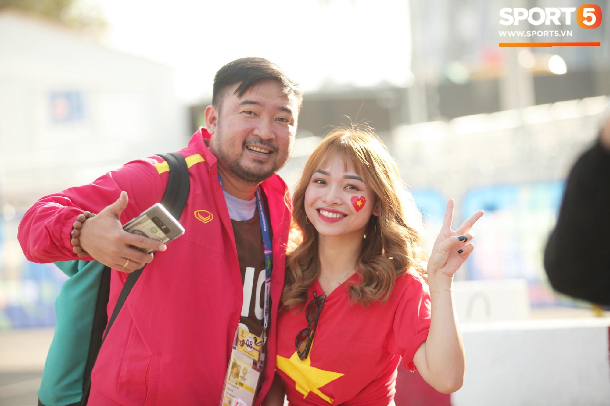 Dàn fangirl xinh đẹp tiếp lửa cho đội tuyển Việt Nam trước trận gặp Iraq-5