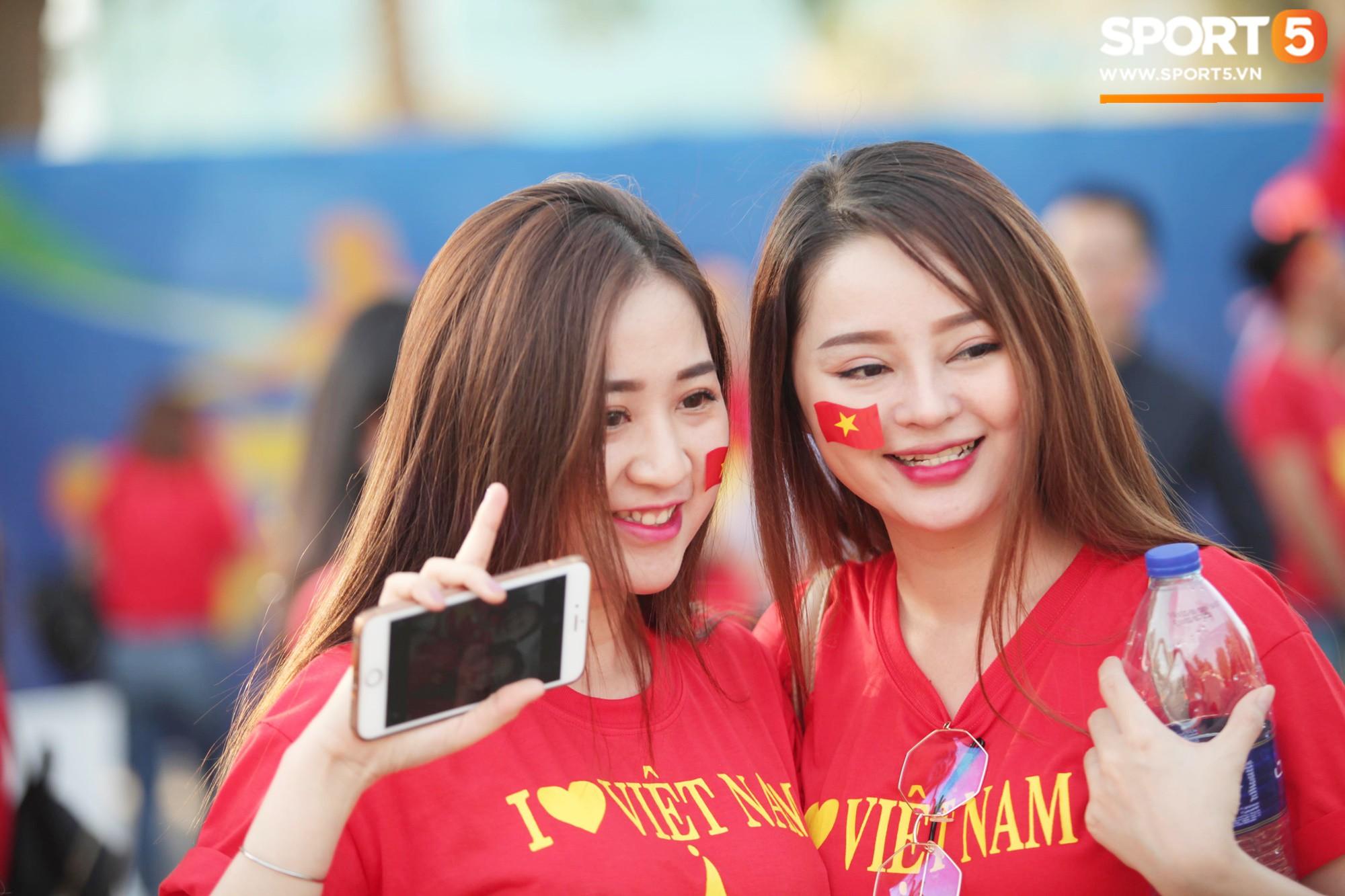 Dàn fangirl xinh đẹp tiếp lửa cho đội tuyển Việt Nam trước trận gặp Iraq-4