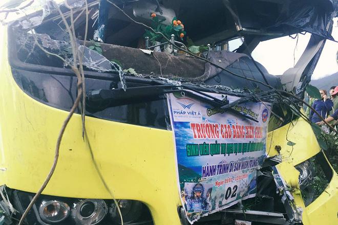 Người cứu 10 nạn nhân vụ xe khách lao xuống đèo Hải Vân: Nhiều em mắc kẹt trong xe gào khóc, kêu cứu thất thanh-3