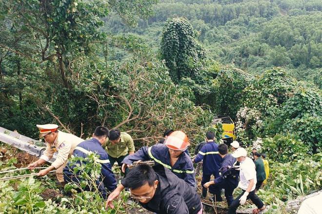 Người cứu 10 nạn nhân vụ xe khách lao xuống đèo Hải Vân: Nhiều em mắc kẹt trong xe gào khóc, kêu cứu thất thanh-5