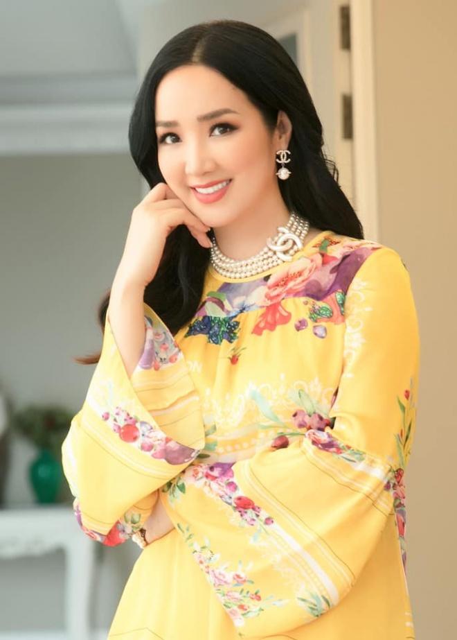 Hoa hậu Đền Hùng Giáng My diện đầm vàng khoe sắc xuân rạng rỡ-3