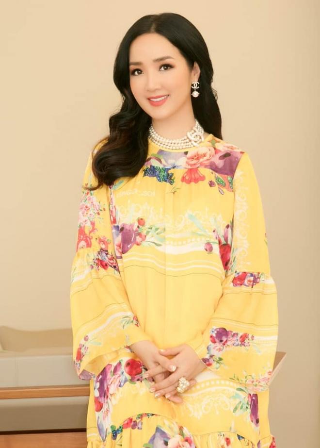 Hoa hậu Đền Hùng Giáng My diện đầm vàng khoe sắc xuân rạng rỡ-4