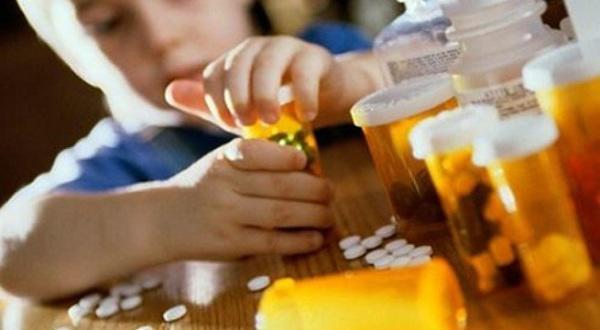 3 cháu nhỏ nhập viện vì uống nhầm thuốc người lớn, bác sĩ vạch rõ nguyên nhân do bố mẹ-1