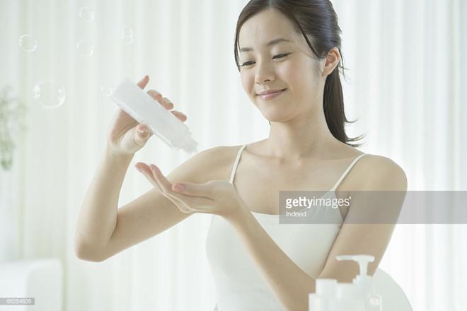 Hầu hết phụ nữ Việt đang rửa mặt sai cách?-4