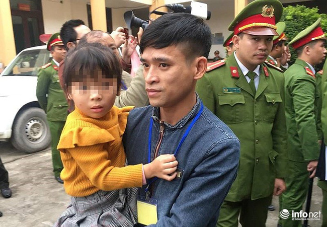 Xét xử vụ chạy thận: Bé gái được vào tòa vài phút để hát cho bố là bị cáo nghe-2