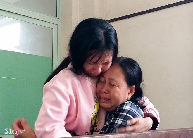 Tiếng khóc xé lòng tiễn sinh viên tử nạn ở đèo Hải Vân về quê-1