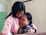 Vượt gần 1.500km, cha mẹ nữ sinh tử vong trong vụ xe lao xuống vực đèo Hải Vân ngã quỵ khi đón thi thể con tại nhà vĩnh biệt-6