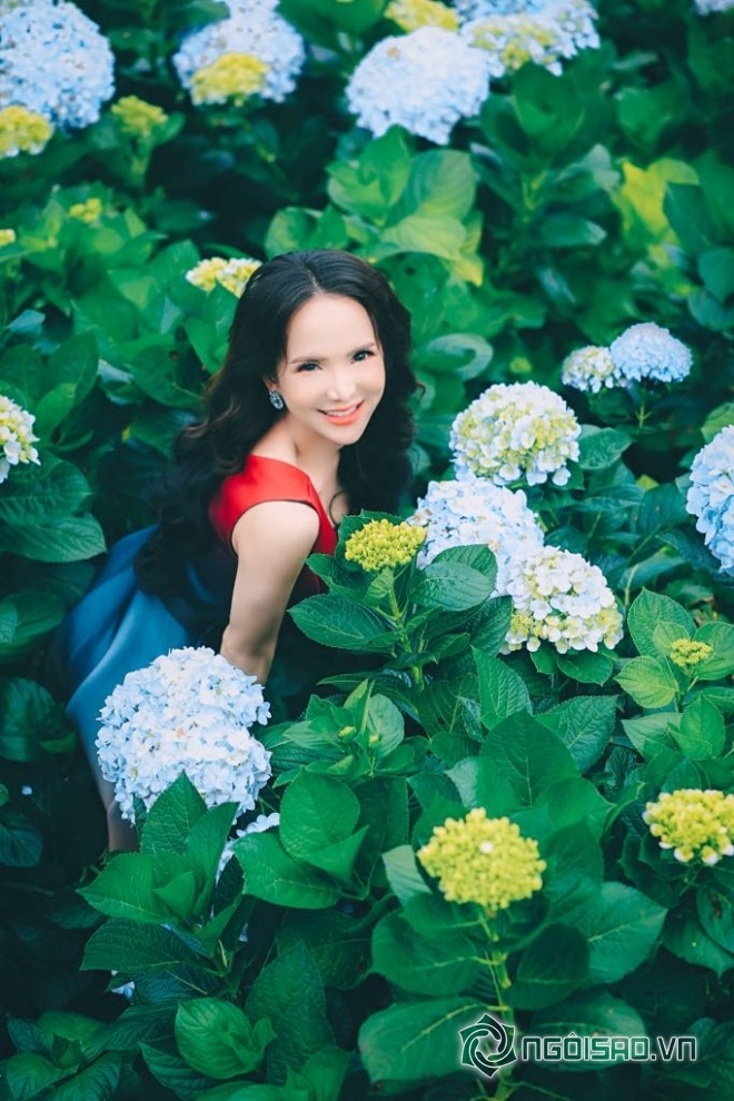 Mỹ nhân chuyển giới Đoàn Trần đẹp nao lòng giữa đồng hoa Đà Lạt-12