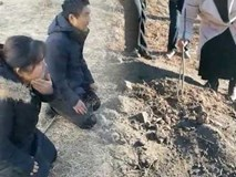 Hài cốt của thiếu nữ qua đời 18 năm bị lấy trộm, mọi người biết chuyện đều rùng mình với hủ tục truyền thống ghê rợn