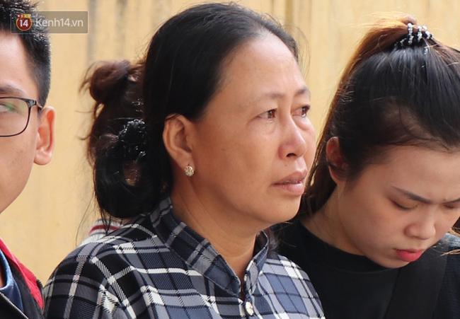 Vượt gần 1.500km, cha mẹ nữ sinh tử vong trong vụ xe lao xuống vực đèo Hải Vân ngã quỵ khi đón thi thể con tại nhà vĩnh biệt-2
