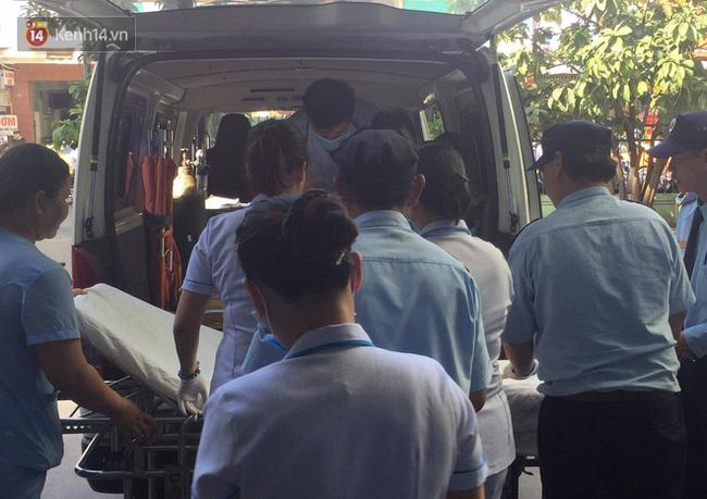 Vượt gần 1.500km, cha mẹ nữ sinh tử vong trong vụ xe lao xuống vực đèo Hải Vân ngã quỵ khi đón thi thể con tại nhà vĩnh biệt-5