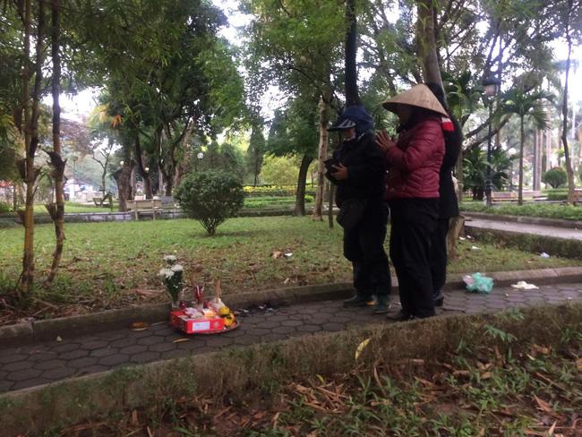 Người quen nói về hoàn cảnh cô gái tử vong lõa thể trong công viên Hà Nội: Tội nghiệp, mẹ mới mất chưa được 49 ngày-1