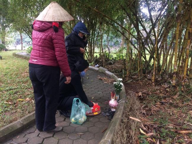 Người quen nói về hoàn cảnh cô gái tử vong lõa thể trong công viên Hà Nội: Tội nghiệp, mẹ mới mất chưa được 49 ngày-2