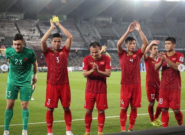 Thua trận mở màn Asian Cup, đội tuyển Việt Nam bị chỉ trích nặng nề, tâm điểm là Đức Chinh, Lâm Tây-1
