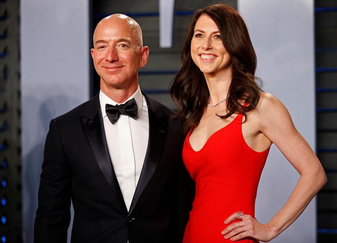 Tỷ phú giàu nhất thế giới Jeff Bezos ly dị vợ sau 25 năm-1