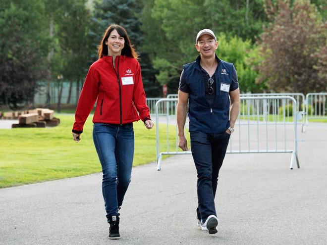 Tỷ phú giàu nhất thế giới Jeff Bezos ly dị vợ sau 25 năm-2