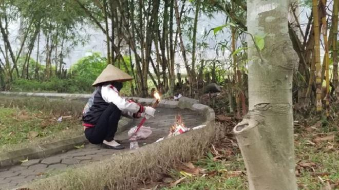 Tiết lộ gia cảnh khốn khó của cô gái chết trong tư thế không quần ở vườn hoa Hà Đông-2