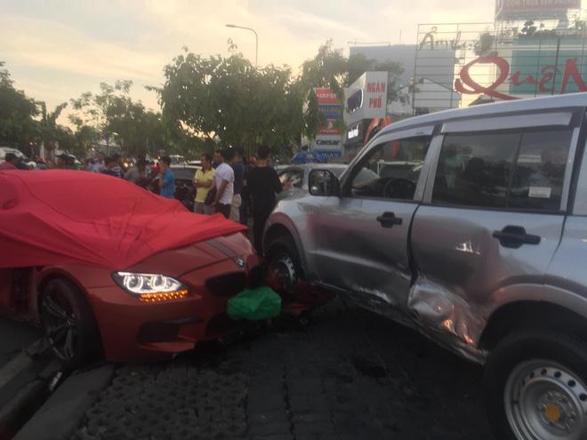 Ô tô BMW gây tai nạn liên hoàn trên đường phố Sài Gòn, những người trên xe rời khỏi hiện trường-2