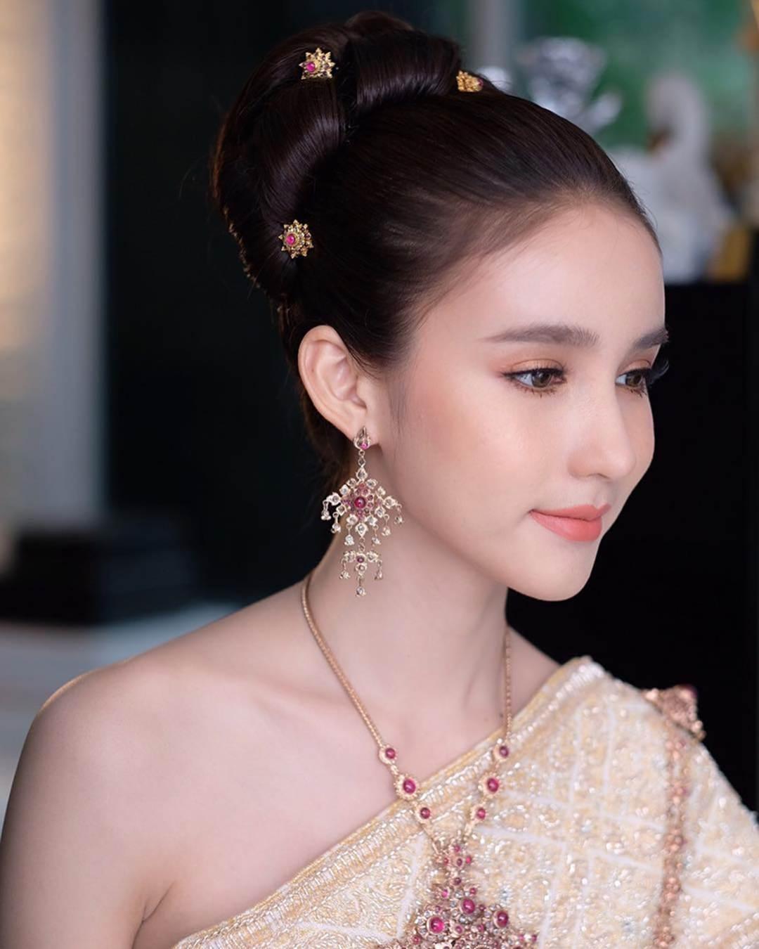 Nhan sắc xinh đẹp của nữ hoàng chuyển giới Thái Lan sau gần 2 năm-12