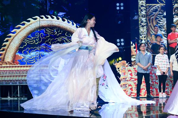 Hoa hậu Tiểu Vy ngã sõng soài khi đóng Táo cùng Mr Đàm-4