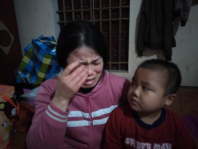 """Câu hỏi của con trai 7 tuổi mắc bệnh ung thư máu khiến người mẹ khóc nghẹn: Nếu bán nhà thì mẹ con mình ở đâu hả mẹ?""""-1"""