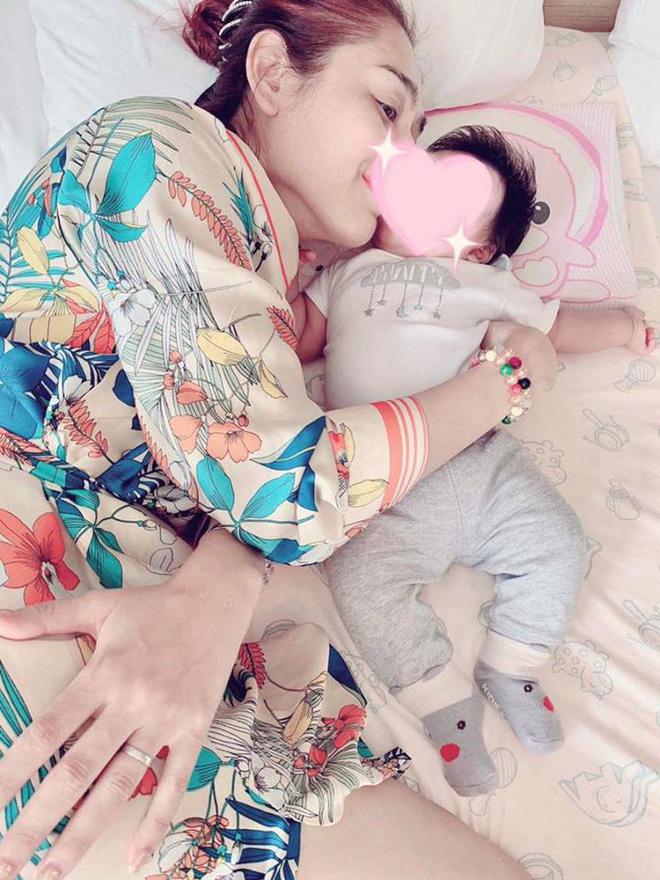 Nữ hoàng chuyển giới Lâm Khánh Chi hạnh phúc đón con trai đầu lòng sau 1 năm kết hôn-2
