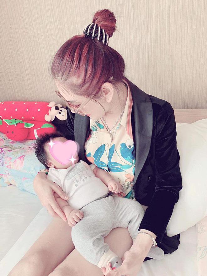 Nữ hoàng chuyển giới Lâm Khánh Chi hạnh phúc đón con trai đầu lòng sau 1 năm kết hôn-1