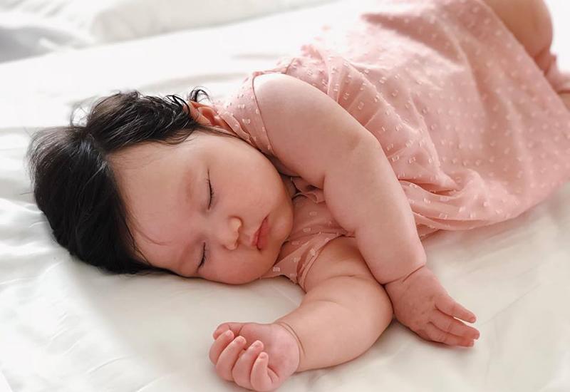Chân dung cô nhóc mới 6 tháng đã nặng bằng bé 1 tuổi của siêu mẫu Hà Anh-4