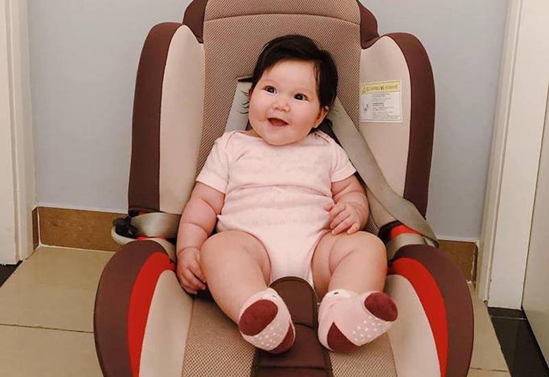Chân dung cô nhóc mới 6 tháng đã nặng bằng bé 1 tuổi của siêu mẫu Hà Anh-8
