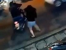 Cô gái lao ra nhanh như cắt, tóm sống tên trộm xe máy