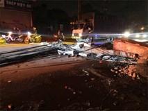 Kinh hoàng xe bồn kéo đổ hàng loạt cột điện rồi bỏ chạy, khiến nhiều hộ dân mất điện