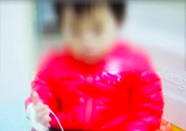 Bé gái 2 tuổi bị sỏi thận do mẹ thường làm một việc mà ai cũng tin rằng tốt cho trẻ con lẫn người lớn-2