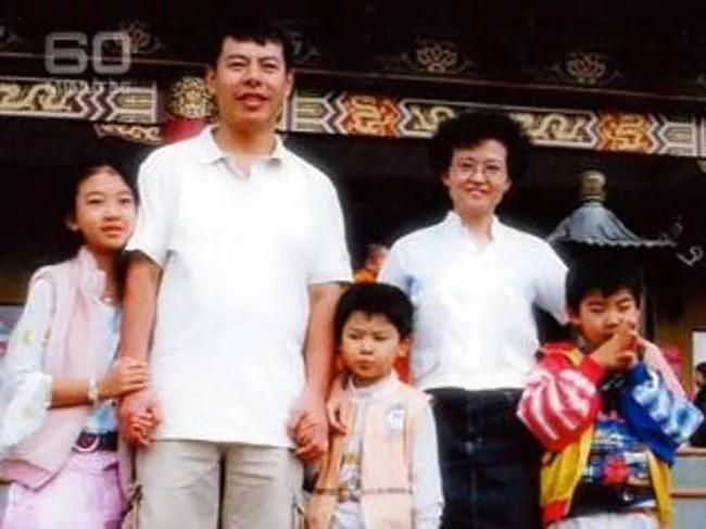 Gia đình 5 mạng chết dưới tay của chính người nhà mình, đứa trẻ duy nhất sống sót tiết lộ sự thật đáng ghê tởm-1