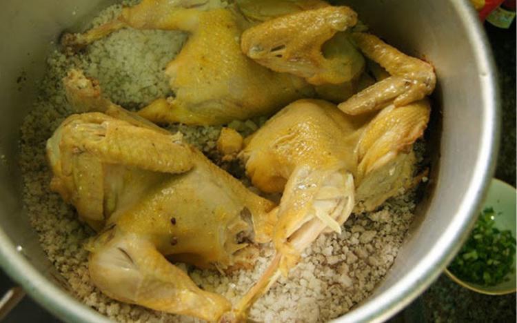 Cách luộc gà thơm ngon, da vàng ươm, không nứt cả nhà đều khen-2