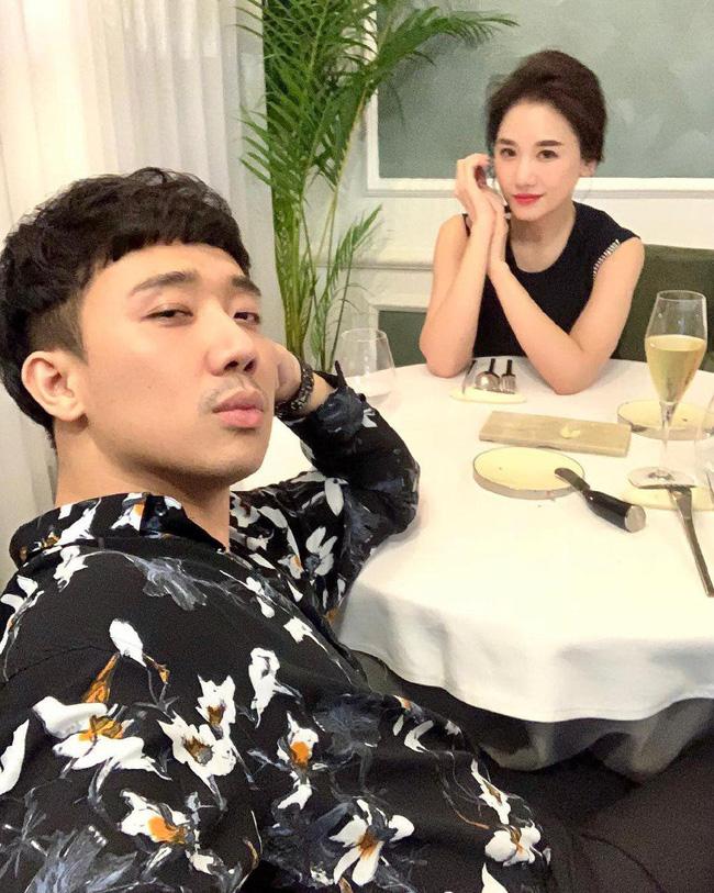 """Viết status kỉ niệm ngày yêu, Hari Won vô tình tiết lộ những trò lố"""" hai vợ chồng thường làm trước khi ngủ-2"""