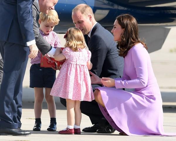 4 bài học nuôi dạy con rất đáng học hỏi từ gia đình Hoàng gia Anh mà cha mẹ hoàn toàn có thể áp dụng-2