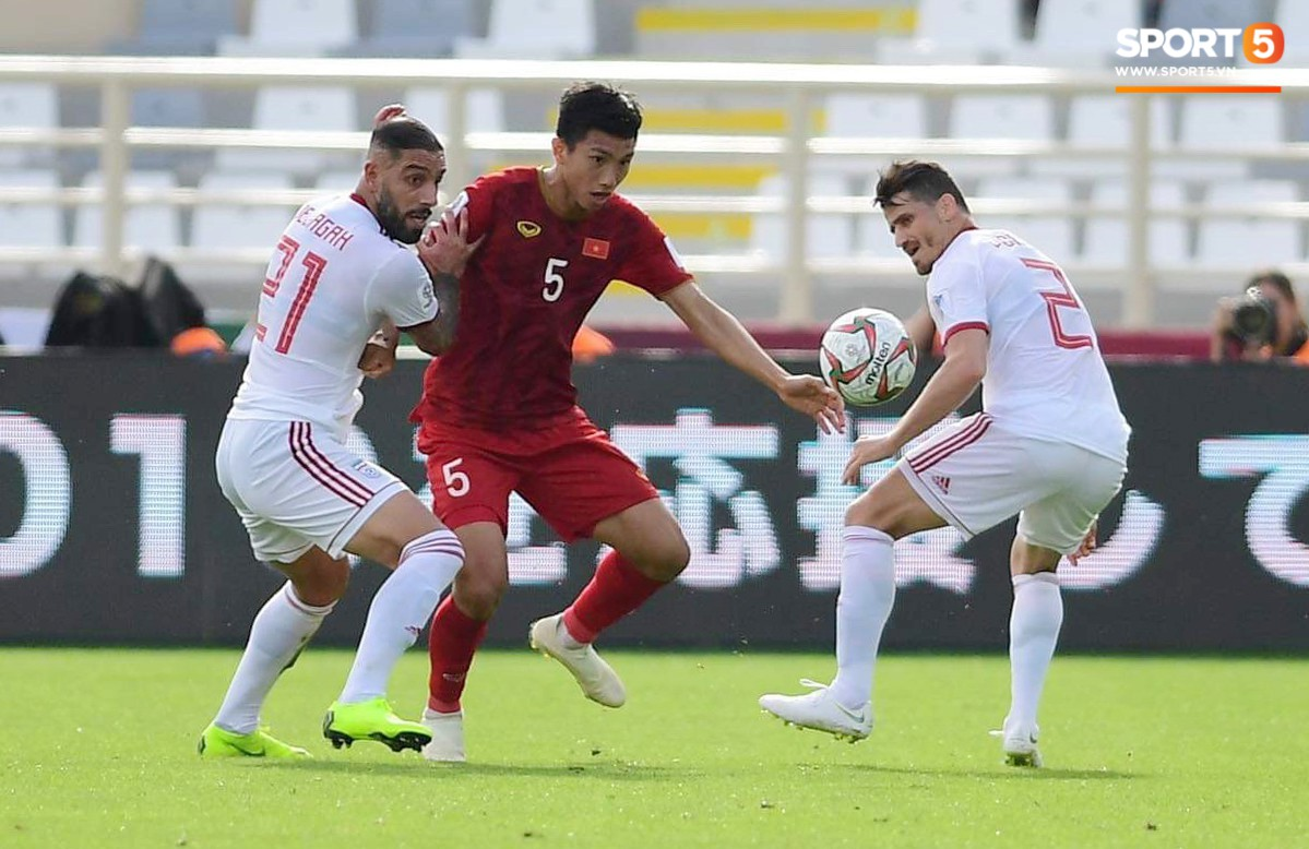 Quang Hải hét lớn, hô hào đồng đội đứng dậy sau bàn thua-7