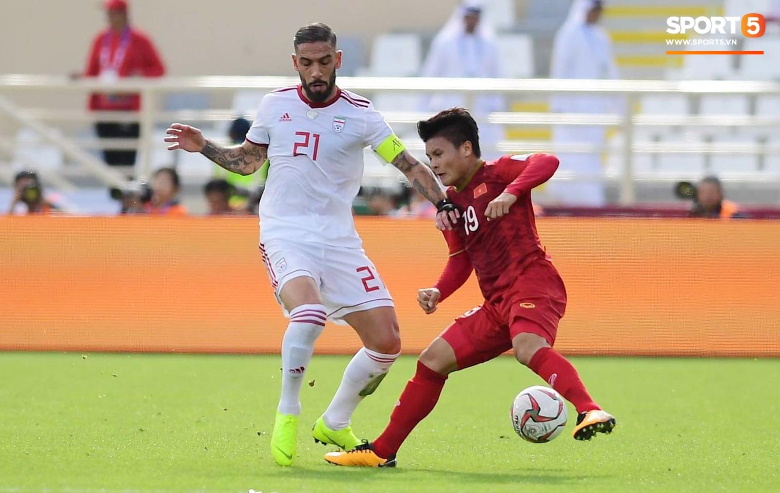 Quang Hải hét lớn, hô hào đồng đội đứng dậy sau bàn thua-1