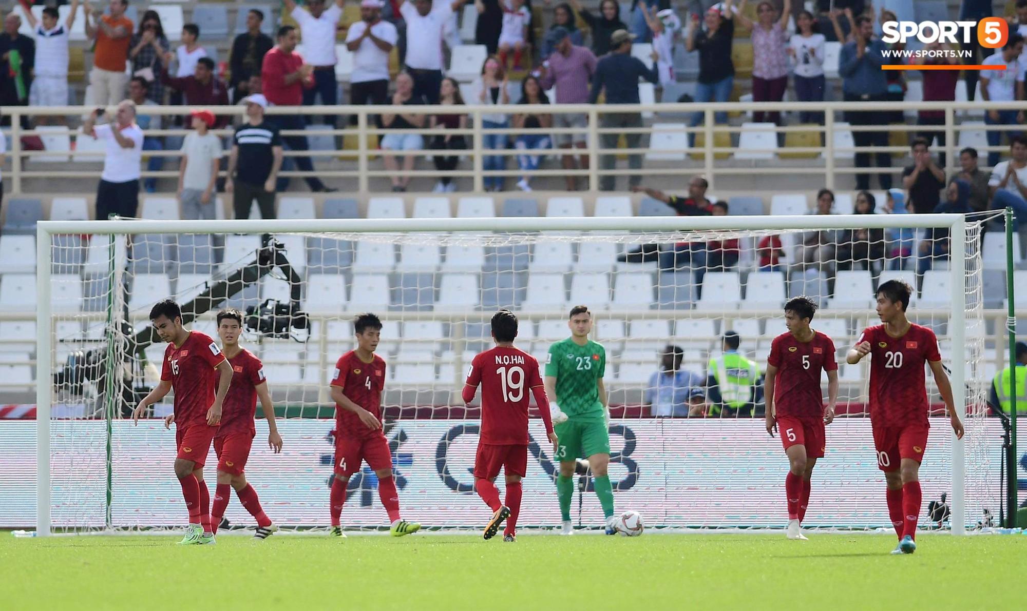Quang Hải hét lớn, hô hào đồng đội đứng dậy sau bàn thua-4