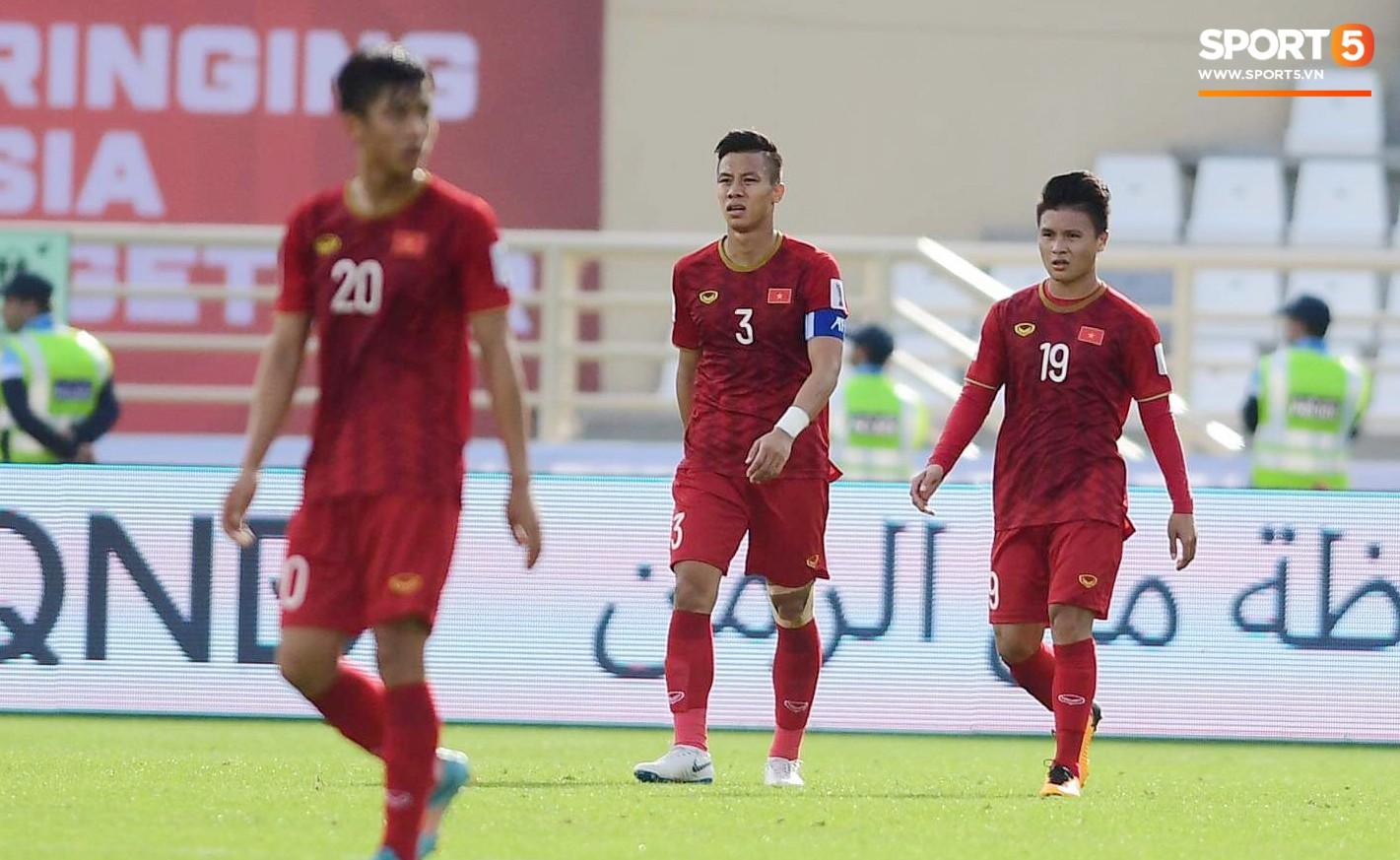 Quang Hải hét lớn, hô hào đồng đội đứng dậy sau bàn thua-6