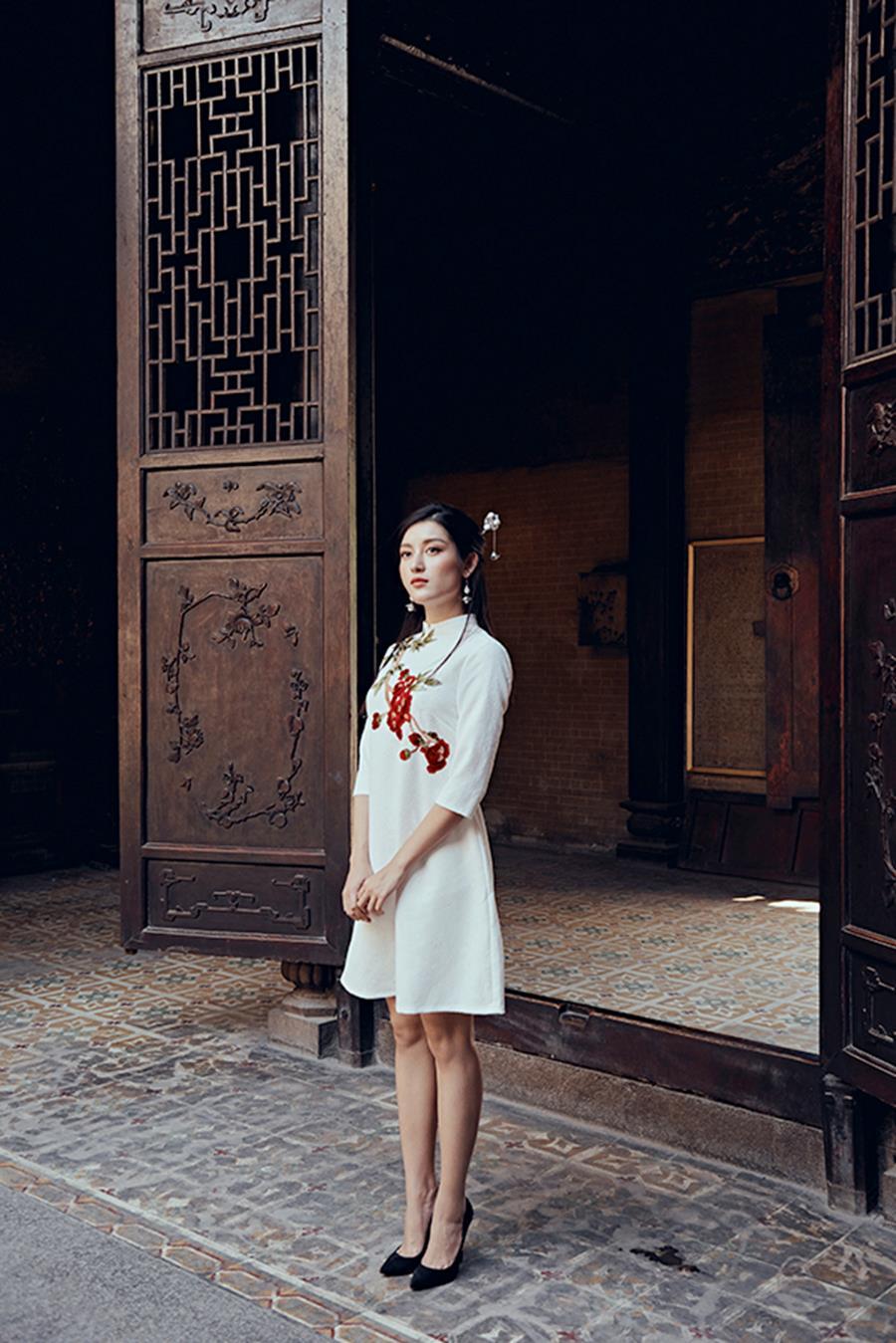 Á hậu Huyền My khác lạ trong bộ ảnh áo dài đón Tết-2