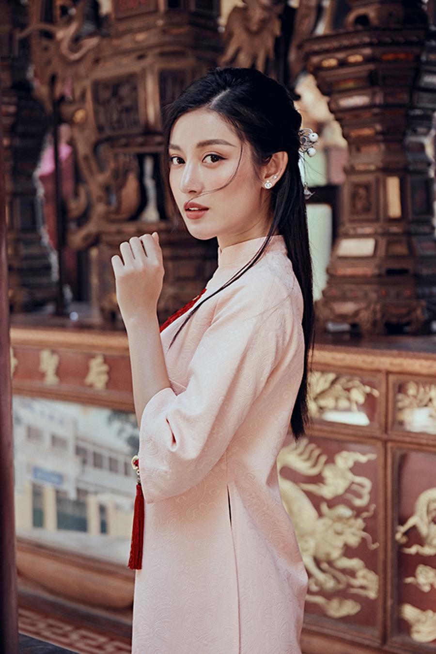 Á hậu Huyền My khác lạ trong bộ ảnh áo dài đón Tết-6