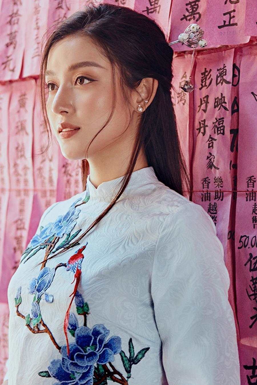 Á hậu Huyền My khác lạ trong bộ ảnh áo dài đón Tết-7