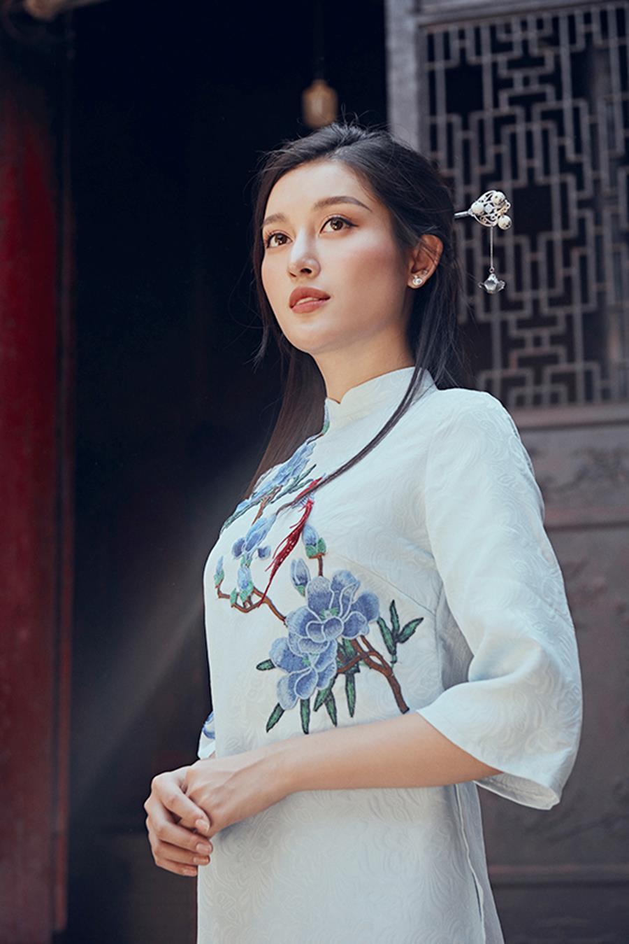 Á hậu Huyền My khác lạ trong bộ ảnh áo dài đón Tết-8
