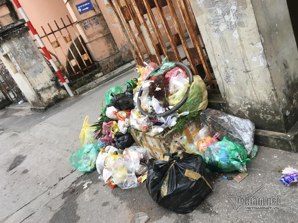 Sự cố ở Thủ đô: 3 ngày không đổ rác, phế thải tràn lòng đường, ngõ phố-20